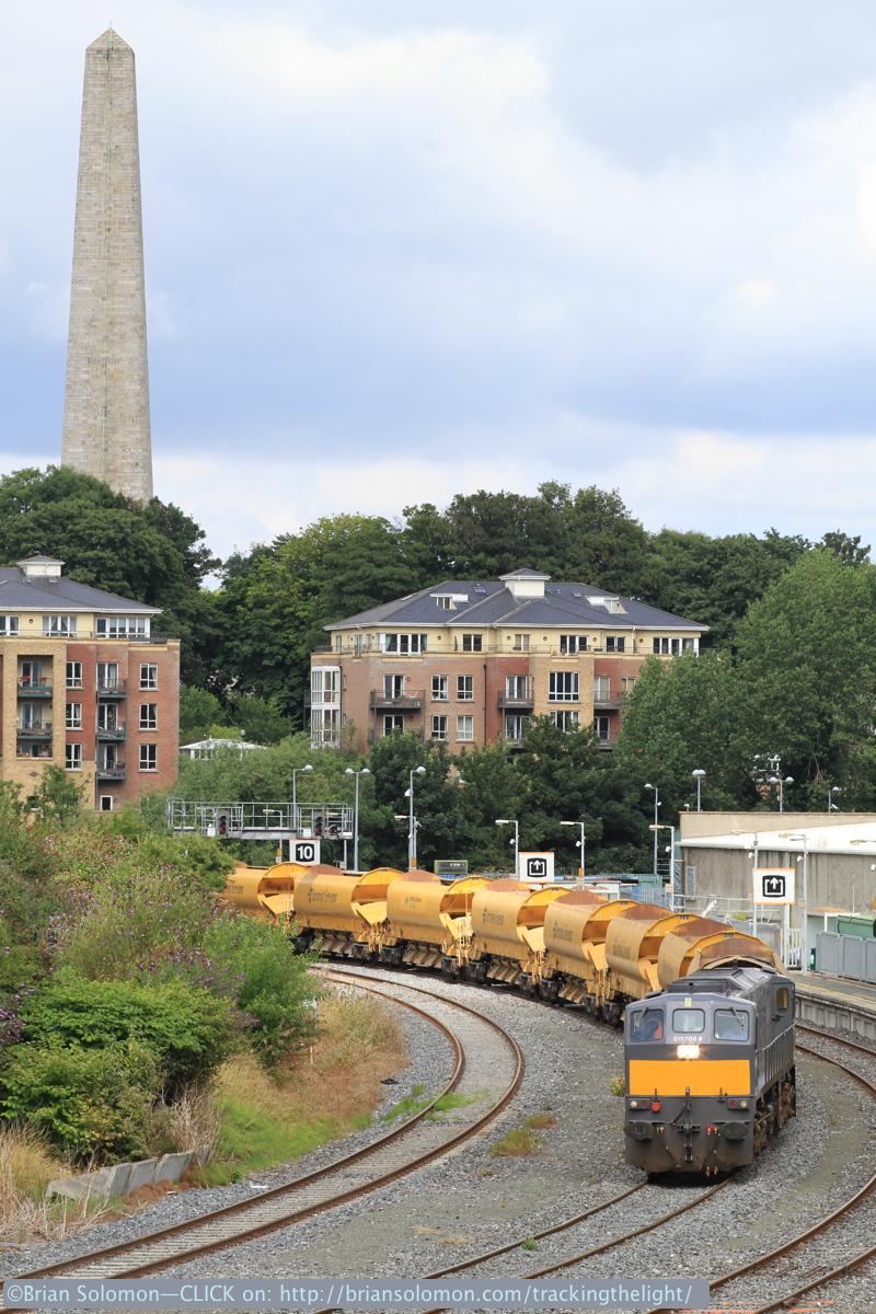Irish Rail 088 leads the HOBS near Islandbridge in Dublin on July 30, 2014. Exposed with a Canon EOS 7D with 100mm lens.