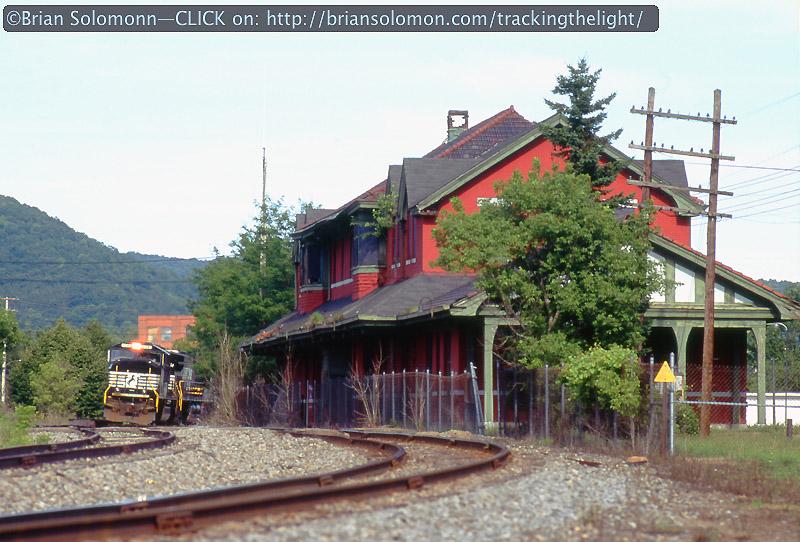 NS empty coal train Salamanca NY July 2004 Brian Solomon photo 89406