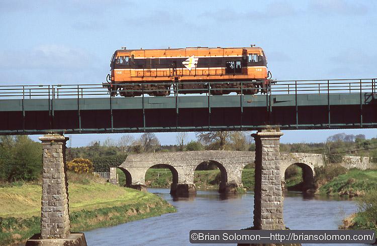 Irish rail 'bo-bo' 146 scuttles across the River Barrow at Monasterevin.