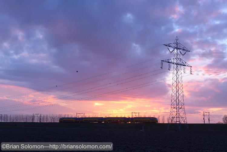 NS_train_at_sunset_near_Bergen_op_Zoom_P1180584