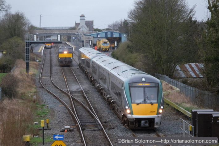 The down ICR accelerates away from Kildare.