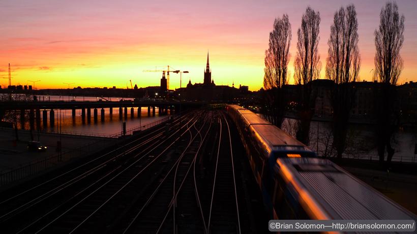 Stockholm_Metro_at_Dusk_P1170083