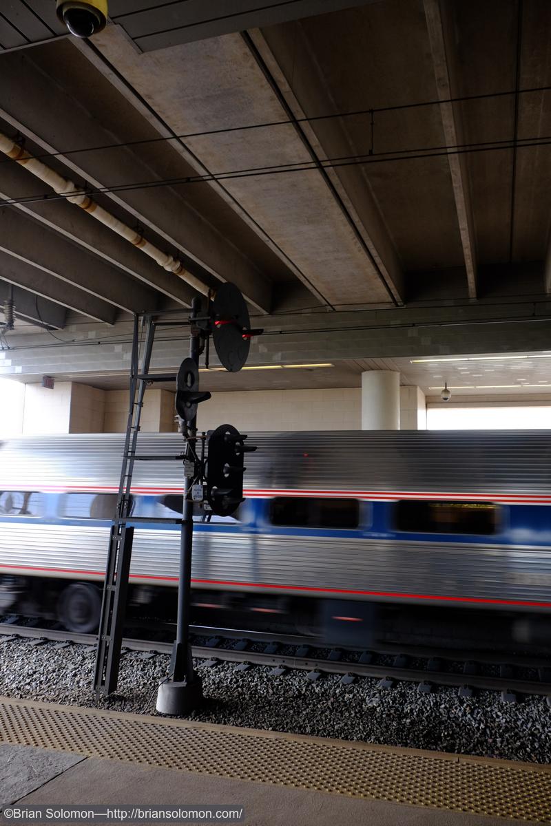 PRR_position_light_at_Secaucus_w_Amtrak_blur_DSCF1614