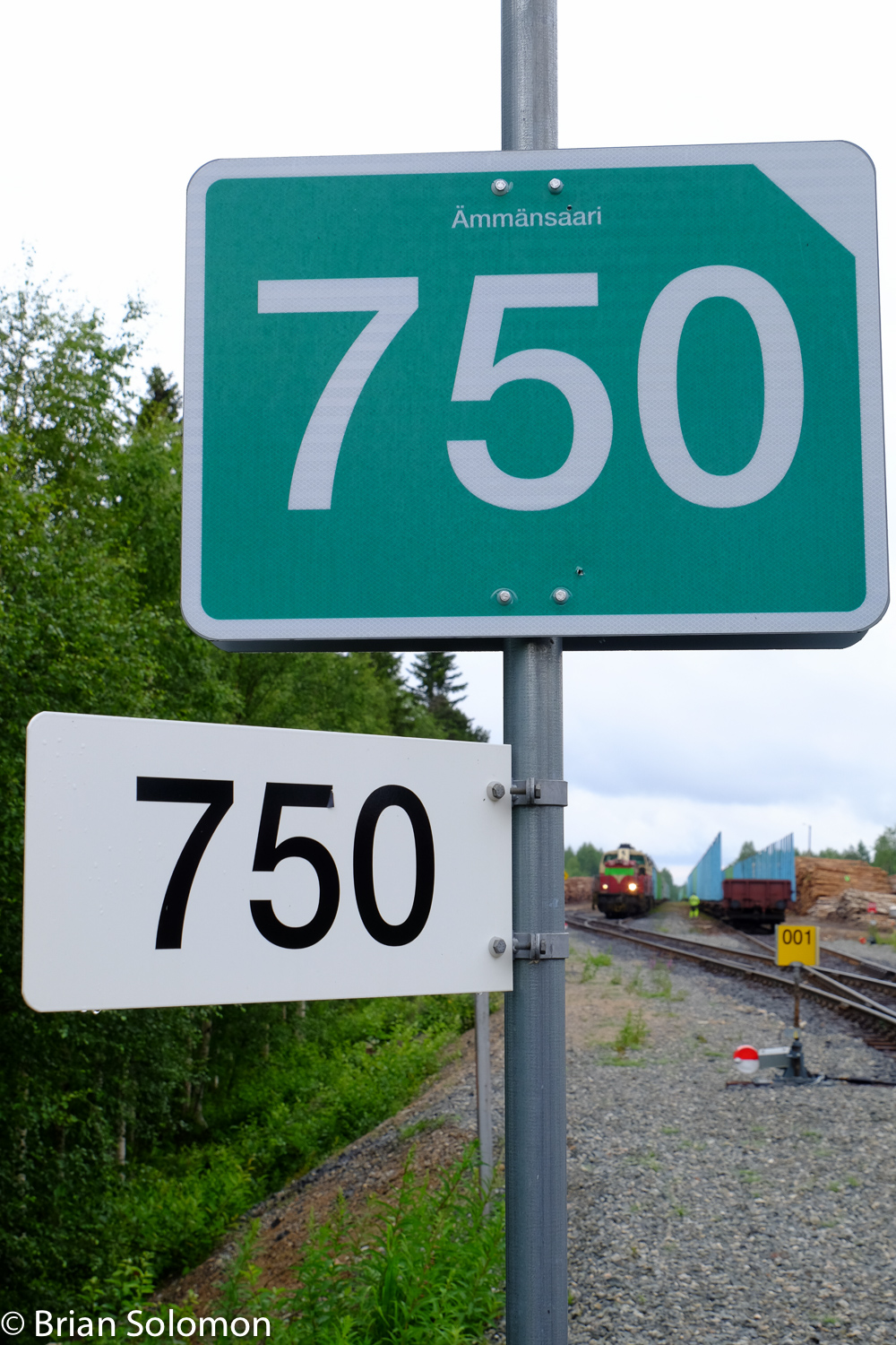 The number 750 represents the distance by rail from Helsinki in kilometers.