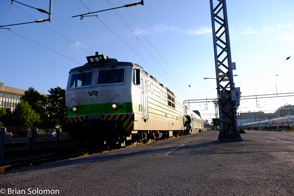 VR train IC 714 at Oulu, Finland ready to depart at 6am 23 July 2015 | Tracking the Light